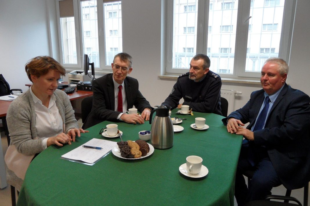 Irena Marszałek i Jacek Gołubowicz (od lewej) podczas spotkania ze Służbą Więzienną fot. Służba Więzienna