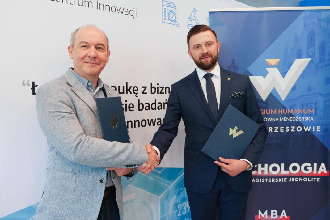 Wspólne działanie PCI i Collegium Humanum. Od lewej Jacek Kubrak i Michał Jurczyk fot. materiały prasowe
